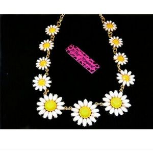 New Betesy Johnson Daisy Necklace